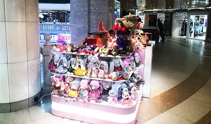 Островок по продаже мягких игрушек у Красной площади