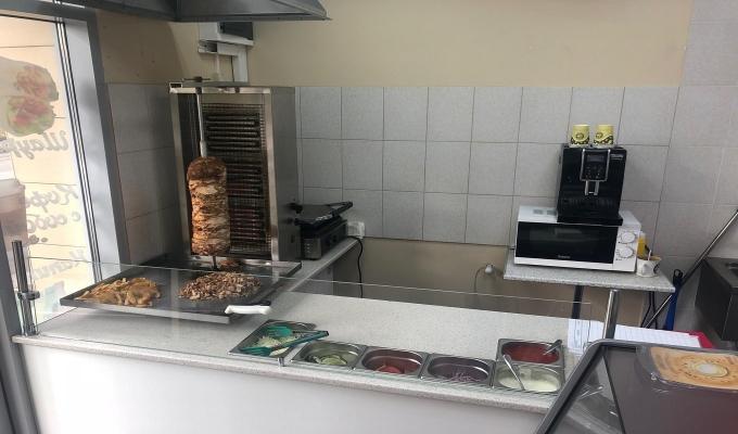 Две точки уличной еды у метро Хорошёвская