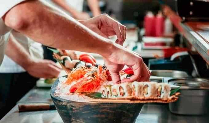 Продаю суши бар с прибылью 300 тыс в месяц