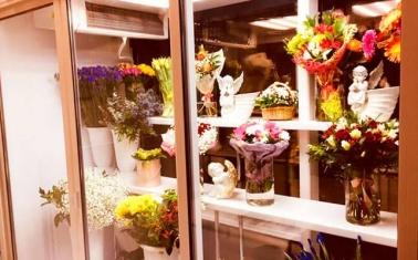 Магазин цветов и подарков с отличной локацией