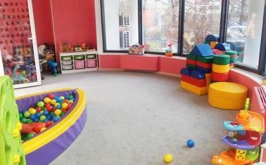 Детский центр в густонаселенном спальном районе СЗАО