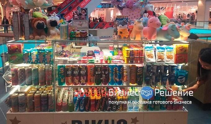 Островок по продаже мягких игрушек и сладостей из Европы