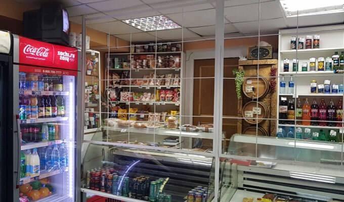 Продуктовый магазин в центре Москвы